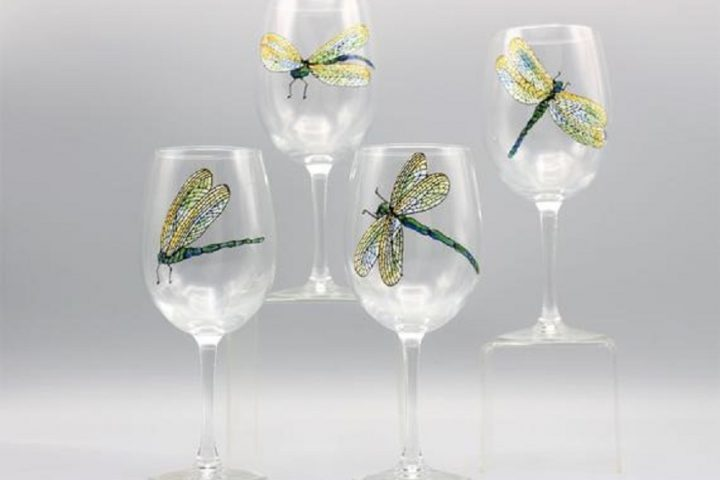 6 Creative Wine Glass Decorating Ideas That Will Impress Your Friends